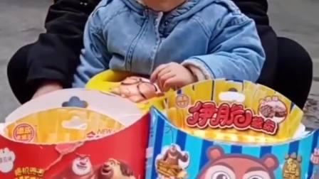 欢乐童年:妈妈给熙熙买了光头强薯条和熊大薯条