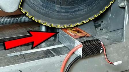 牛人把充满电的锂电池用圆锯切开会怎样?结果刚切一半就吓坏了!