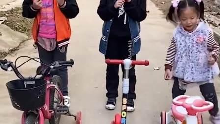 欢乐童年:每人一辆小车,去玩咯!
