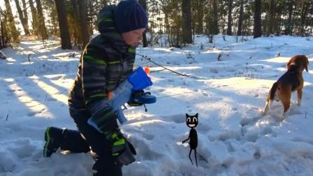 特效:小黑猫出现在雪地里,结果被男孩的玩具枪变小了