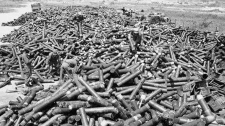 抗美援朝真实照片,美军炮弹堆积如山,不由让人感叹胜利来之不易