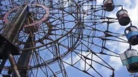 废弃36年游乐园的摩天轮不停转动 网友从视频中看到不明物