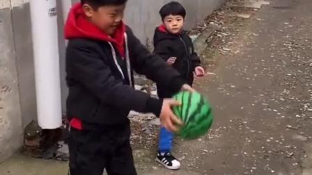 美好的童年:啊,谁的皮球,把我的饭碗都打翻了
