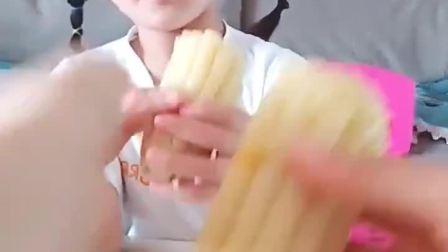 美好的童年:啊,吃个玉米还这么多讲究