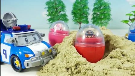 小汽车从沙子中挖出彩色奇趣蛋