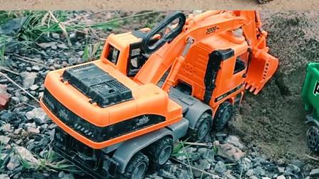 认识工程车玩具 挖掘机清理沙土挖出奇趣蛋