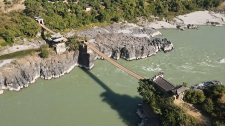云南这座古老的铁索桥,一桥分两段全国罕见,桥下就是滚滚怒江