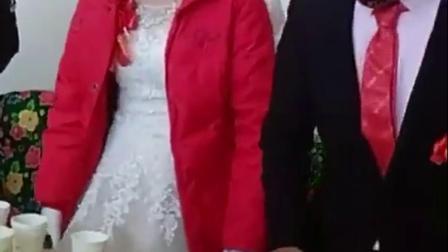 新娘这脾气发的,婚结的不开心啊!