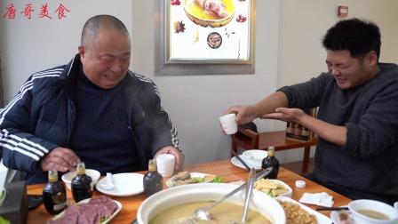 在阜阳吃砂锅公鸡鲍鱼人参汤,俩人炸四小瓶72度和一瓶42度酒