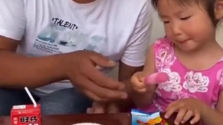 金色的童年:好吃的小宝贝再吃,小宝贝被套路了