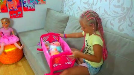 儿童亲子互动,小女孩与照顾她的宠物娃娃,超级搞怪