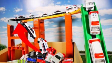 救护车、警车和闪电麦昆怎么通过超级轨道?认识玩具车益智游戏