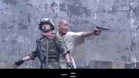 武警特警:逃犯挟持武警当人质,谁料触碰军人底线,结局大快人心 !