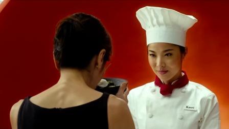 喜剧片:美女厨师做了一碗面,竟然忘记摆筷子,而被剥夺决赛资格