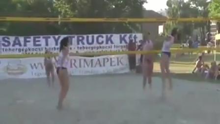 国外女子沙滩排球比赛,拦网是阻止对手得分重要办法