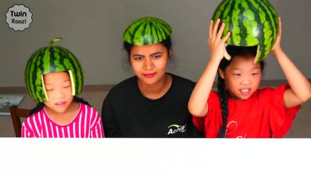 快乐亲子互动,吃货母女一起吃美味西瓜,快来看看吧