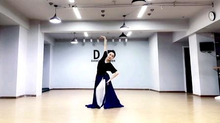 民大大小陈陈老师蒙古舞,音乐《土尔扈特故乡》