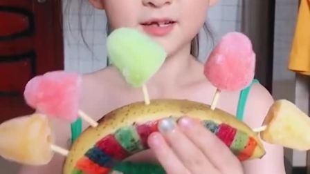 趣味童年:小萌娃有各种各样口味的零食你们想要吗
