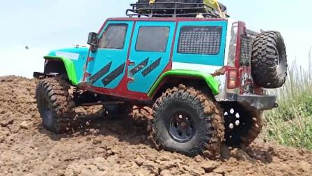巨轮越野车玩具穿越泥地
