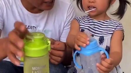 亲子互动:爸爸怎么了这表情