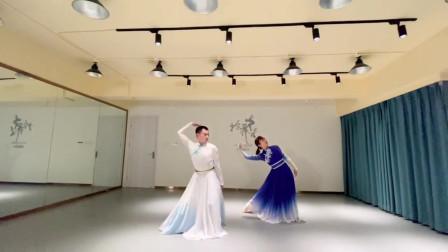 练习版古典舞《月光故乡》万里苍穹万里悠扬故乡的明月青草一样香