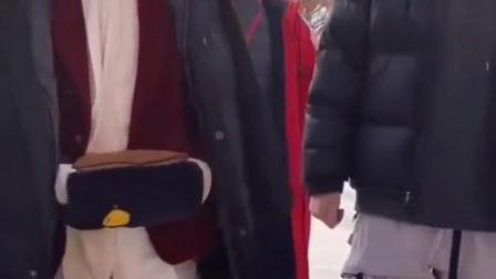 #张翰  一个努力的演员,零下20多度穿单外套录制节目!