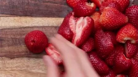 """专治各种不开心的""""少女粉""""草莓冰激淋做法,拿去不谢!"""