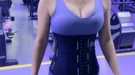 这小姐姐怕是健身房请来的托吧?