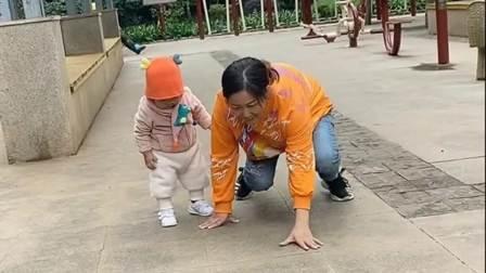 在外婆的一番调教下再也不用担心宝宝不会下楼梯了?