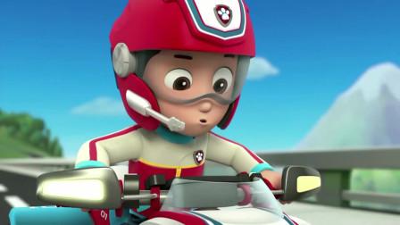 汪汪队:小猴子居然在驾驶汽车,把城里的人们都吓跑了