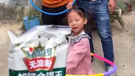 童年趣事:你们想不想吃火腿肠呀