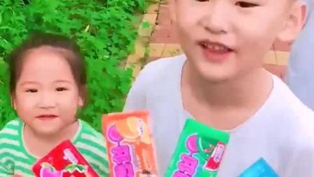 趣味童年:小萌娃你们想要的泡泡糖来咯