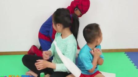 嘟嘟的亲子儿童乐园!小君太扮演蜘蛛侠!