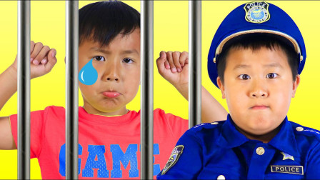 嘟嘟的亲子儿童乐园!小君太玩警察扮演!