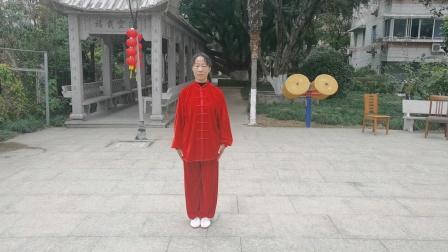 林春学生于202Ⅰ年1月26日在温州松园小区演练42式太极拳。