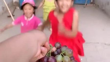 童年趣事:今天给宝贝买的葡萄