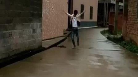 童年趣事:发大水了,下了好大的雨