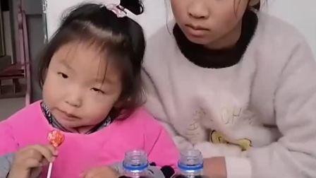 萌娃欢乐童年:妹妹吃的姐姐也要吃