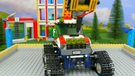 益智亲子互动,快来看看吧,用电脑自动组装挖机警车消防车