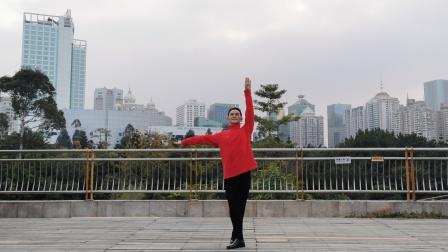 福州周周广场舞【陪你一起看草原】背面改编周周广场舞