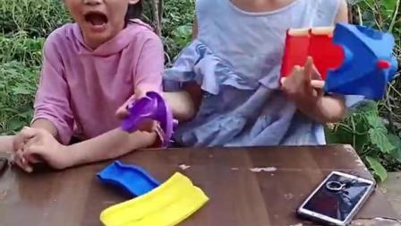金色的童年:姐姐把滑梯玩具弄坏了,真霸道