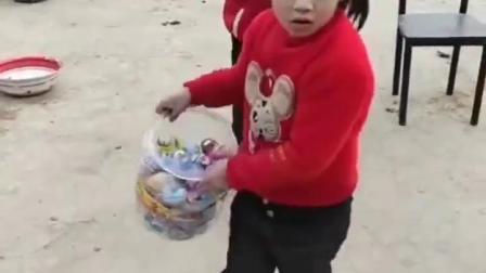 金色的童年:看看小朋友们买了些啥?