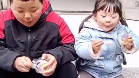 金色的童年:宝贝吃罐头,咋吃成这样子