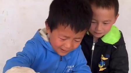 金色的童年:哥哥给弟弟做爆米花