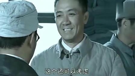 亮剑:李云龙官复原职,临走前还不忘顺走200件军装,真是赖皮