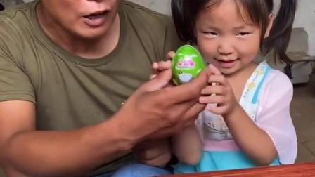金色的童年:宝贝和爸爸一起唱歌