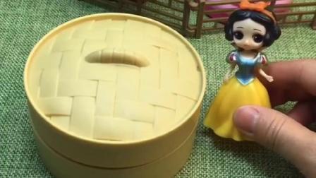 白雪蒸的小笼包,上山送给巫婆,拿着变身饼干护身!