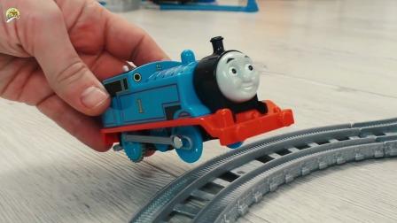 托马斯小火车升降台套装玩具,儿童小火车玩具