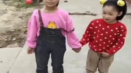 金色的童年:小姐姐跟小妹妹怎么躺地上了?