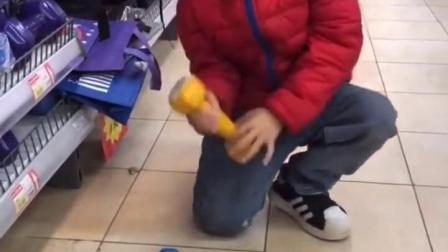 金色的童年:宝贝挑战举重了,猜猜能举到第几个呢